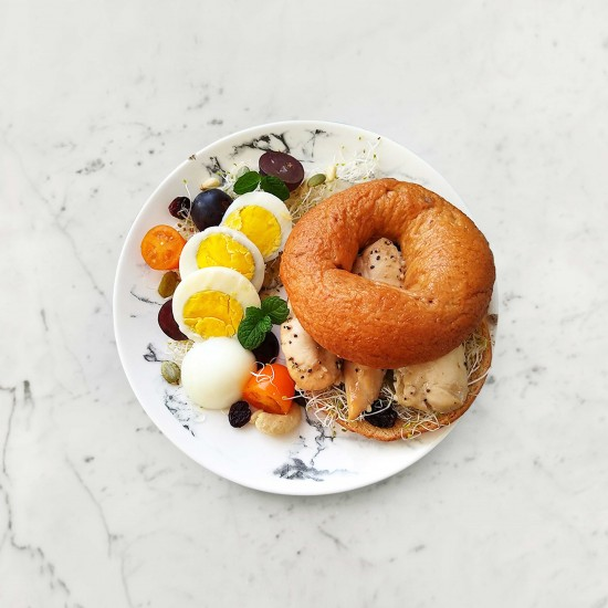 柚肉和風醬&果醋_雞肉貝果堡早餐盤